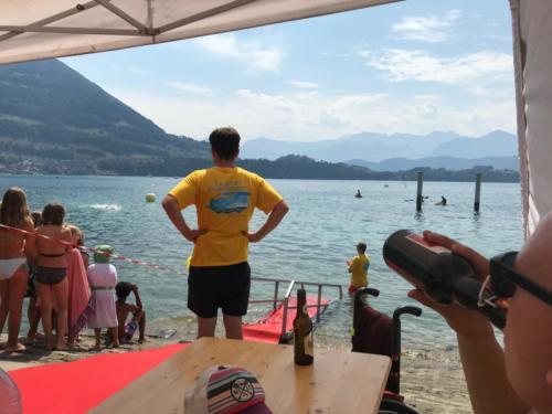 Der erste Schwimmer (Julien Baillod) folgt bereits nach knapp 23 Minuten